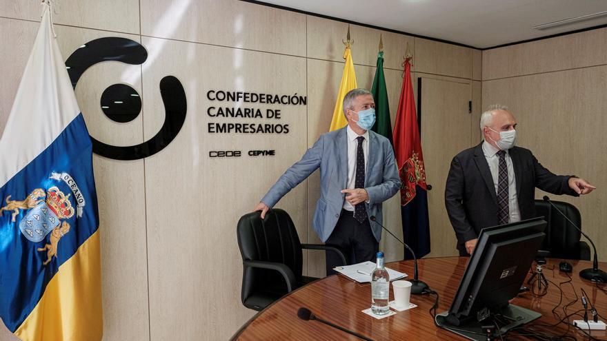 Agustín Manrique de Lara (izquierda) y José Cristóbal García, este martes, en los momentos previos a la rueda de prensa.