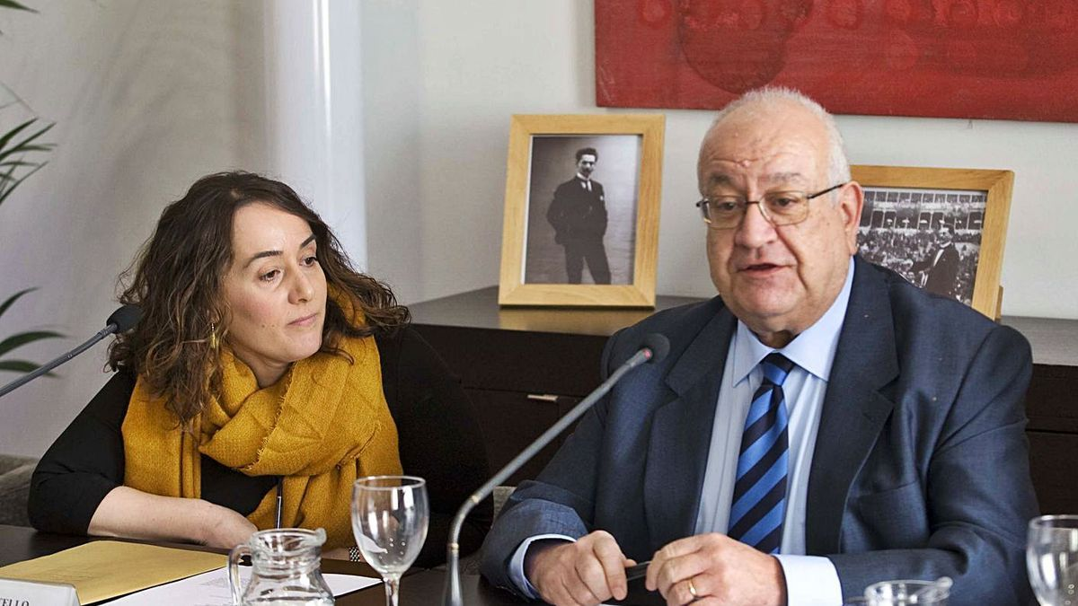 Manuel Muñoz y la presidenta del Palau de la Música, Glòria Tello, en 2016.   DANIEL TORTAJADA