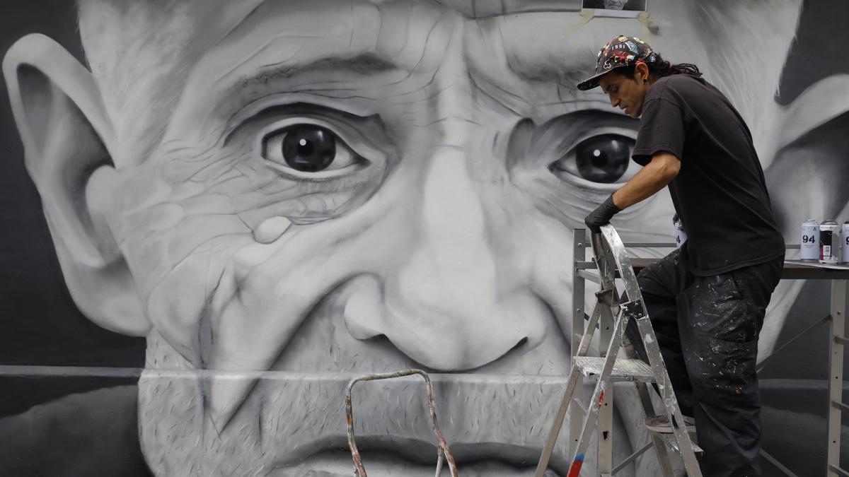 Granda celebra sus fiestas con un graffiti