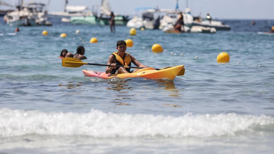 Sant Josep ofrece actividades náuticas para niños en la 'Escola de Mar'