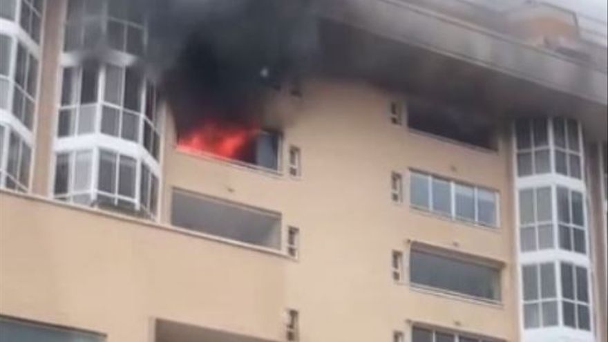 Dos heridos leves al arder una casa en el barrio de San Gabriel