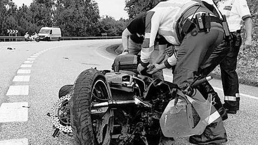 Un motorista de 39 años muere en una salida de vía en Pontevedra