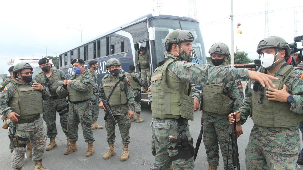 Operativo del Ejército de Ecuador para sofocar los motines que se produjeron en varias cárceles del país en febrero de 2021.