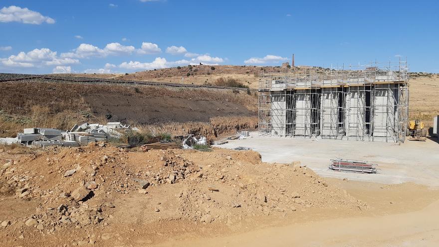 El nuevo puente de Santa Lucía corta seis días el paso del tren