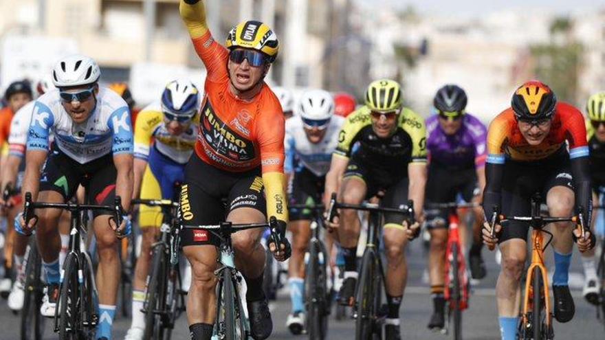 Dylan Groenewegen repite victoria en Torrevieja y Jack Haig se viste de líder