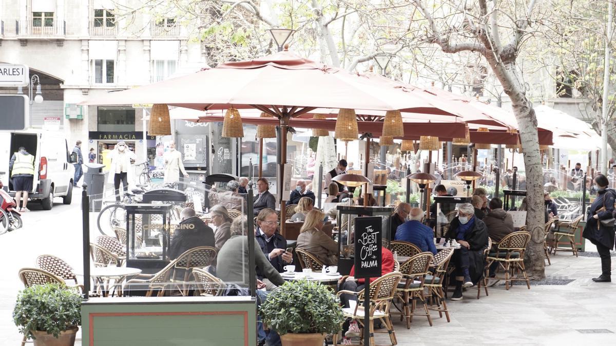 Una terraza en la plaza de las Tortugas de Palma
