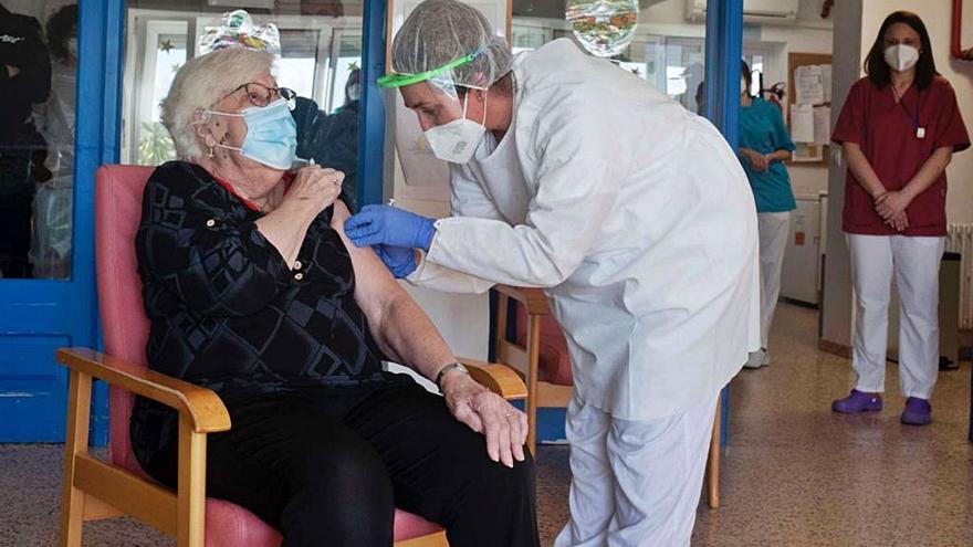 Salud admite que solo ha puesto el 40% de las vacunas que han llegado