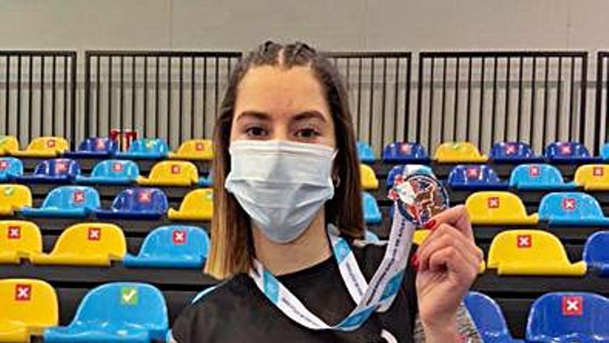Eva Gil se cuelga el bronce en el Campeonato Gallego Sub-18