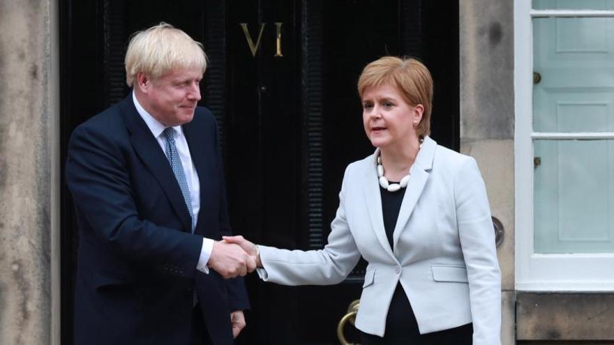 El Parlamento escocés urge a Londres a negociar un referendo de independencia