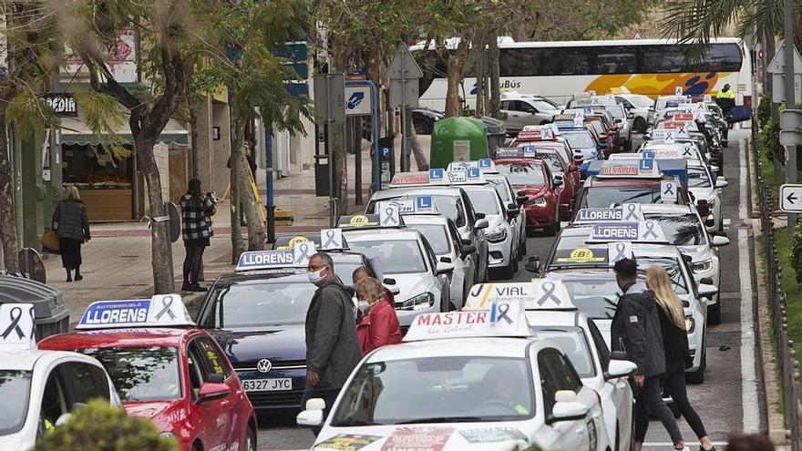 Alicante sumará 5 examinadores para aligerar las listas de espera del examen de conducir