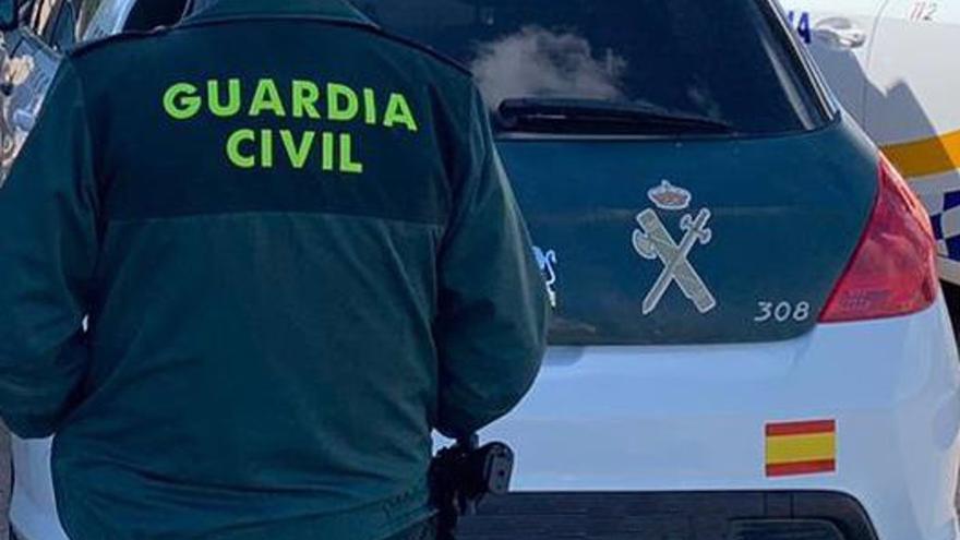 Nueve guardias civiles heridos al frenar la entrada de 150 migrantes a Melilla