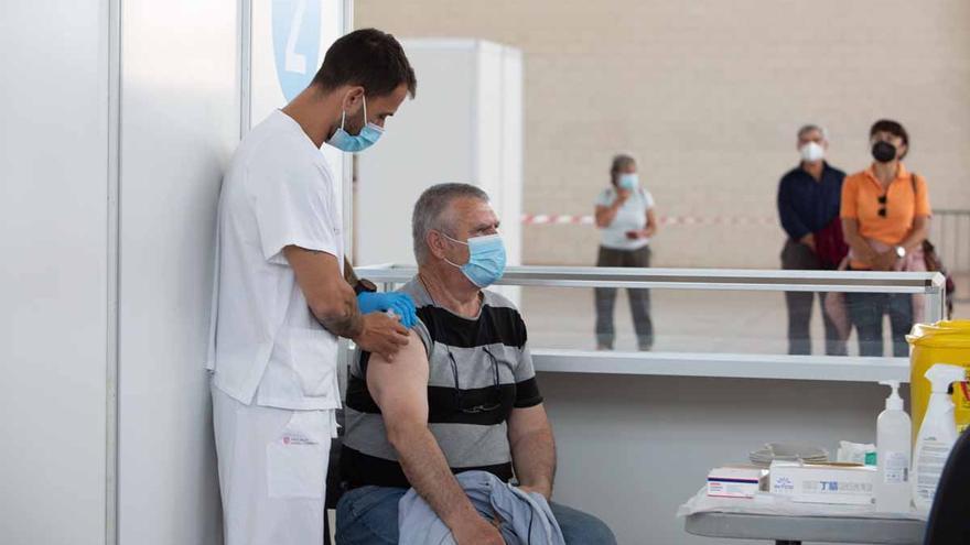 Bitcita se colapsa tras abrir la vacunación a personas de entre 45 y 49 años