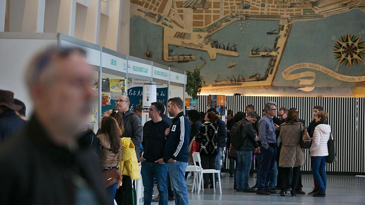 Imagen de la Feria del Libro de 2019, celebrada en la antigua estación de autobuses de Séneca.