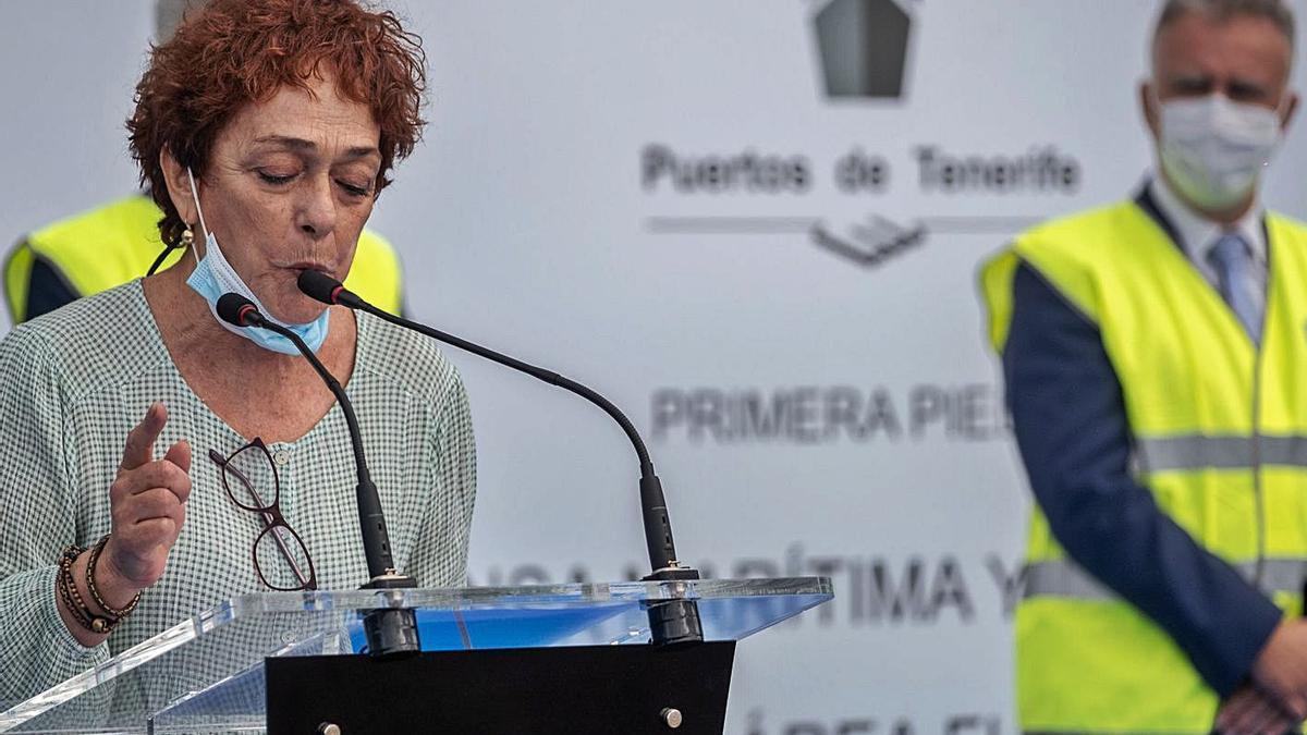 Montse Sentís durante su intervención en la puesta de la primera piedra de la Playa de Valleseco.