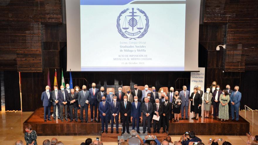El Colegio de Graduados Sociales de Málaga y Melilla reconoce el trabajo de 225 miembros por sus años de servicio