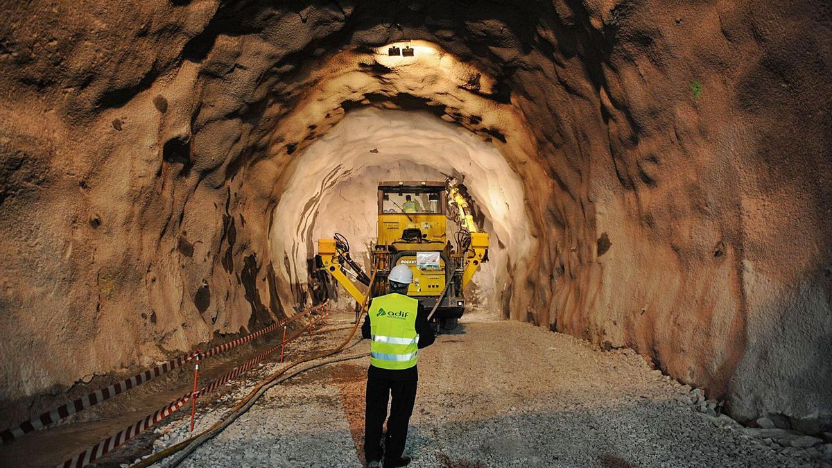 Túnel del AVE de A Canda, en el límite entre Zamora y Ourense. |   // BRAIS LORENZO