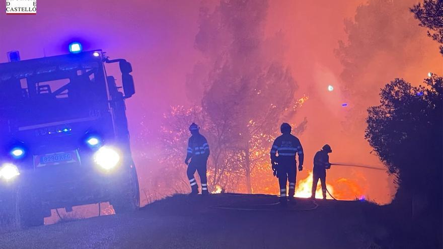 Las impresionantes imágenes grabadas por los bomberos en el incendio de Azuébar