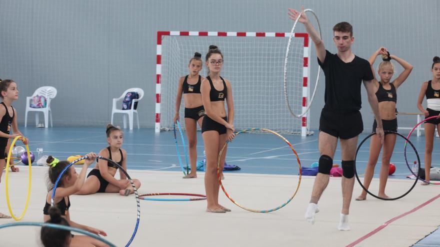 Gerard López cautiva con su clase y sus conocimientos a las gimnastas del Portmany