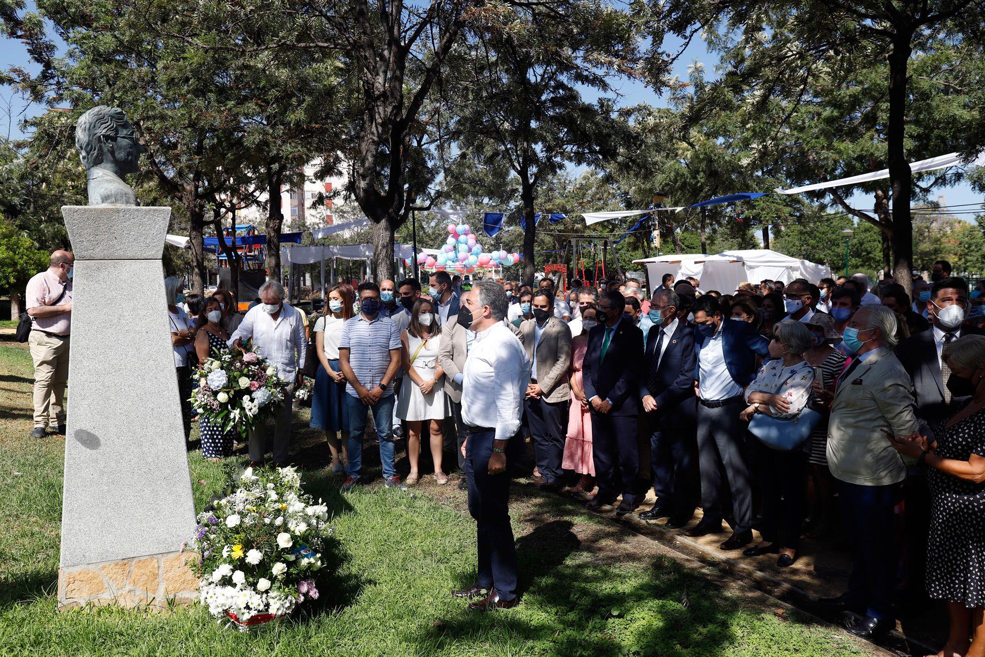 Ofrenda floral en el aniversario de la muerte de José María Martín Carpena