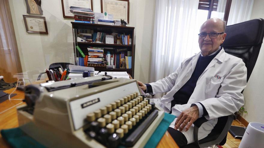 """""""En un ambulatorio de Gijón vi a cuarenta pacientes en dos horas, y no tenían ni silla"""""""