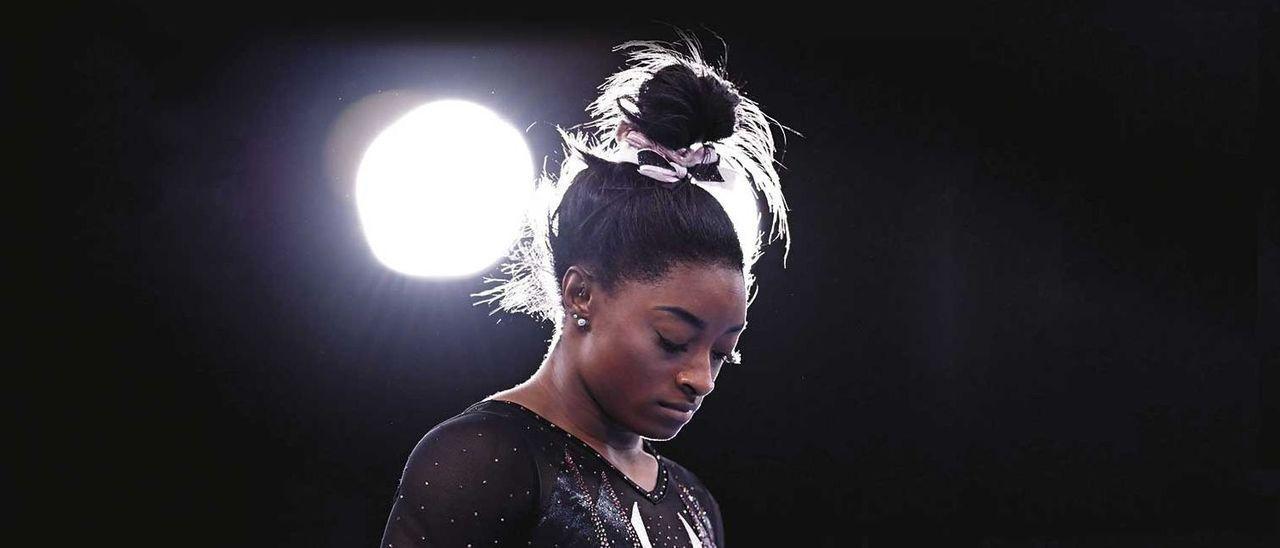 Simone Biles concentrada ante uno de sus concursos.