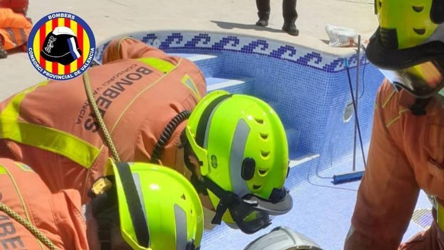 Rescatan a un hombre que había caído a un pozo en su casa