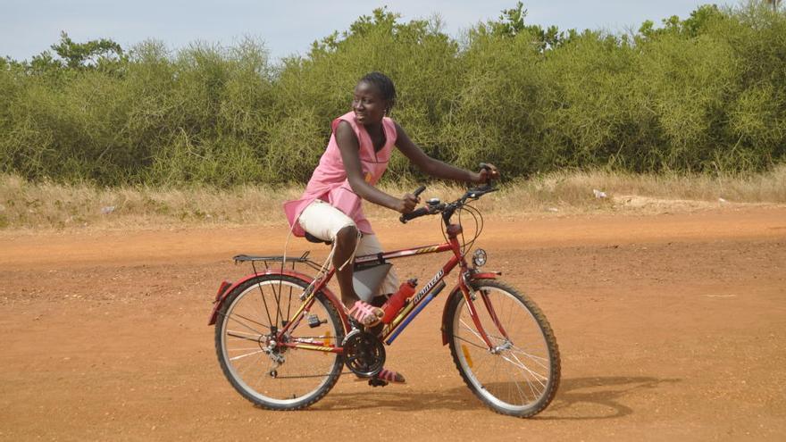 Bicicletes sense Fronteres passa del reciclatge a la fabricació