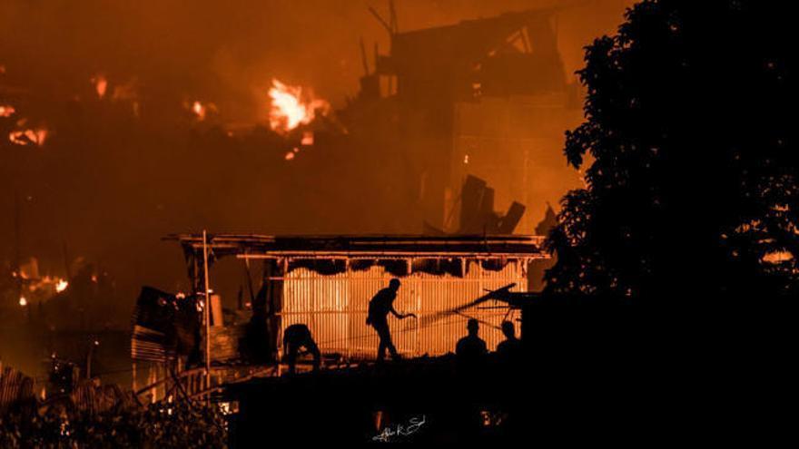Un incendio calcina unas 15.000 casas en Bangladesh