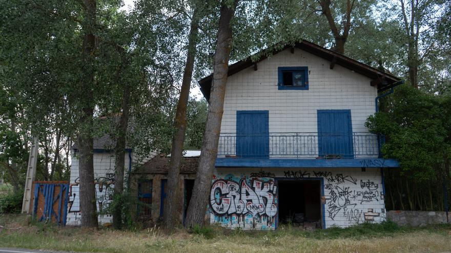 GALERÍA | 'La Casita' de Carrascal, abandonada y ahora quemada