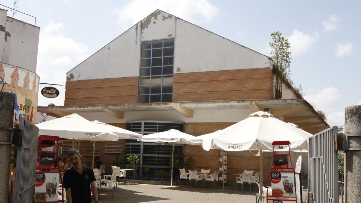 Estado actual del edificio que albergó el mercado de abastos del Alcázar.
