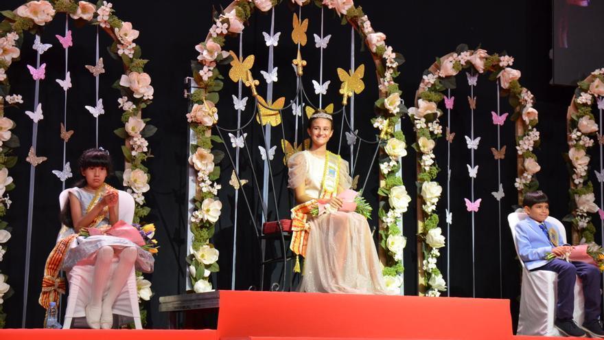 Orpesa vive una noche especial con la proclamación de Sheila Museros como reina infantil de las fiestas