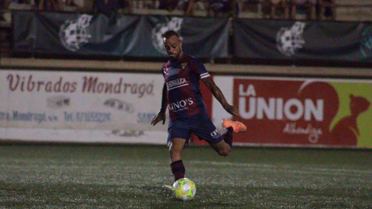 Dani Benítez, durante un partido con el Poblense.