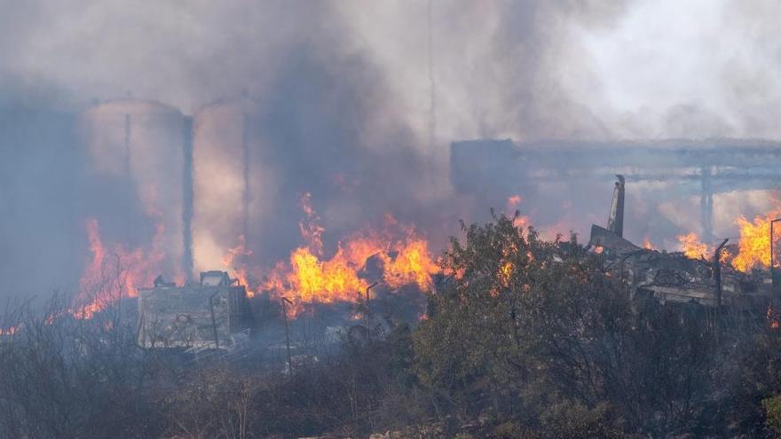 Un incendio calcina el exterior de la mayor planta de reciclaje de residuos de La Rioja