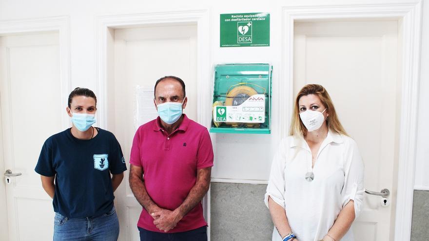 Tinajo instala desfibriladores en el instituto y los colegios del municipio
