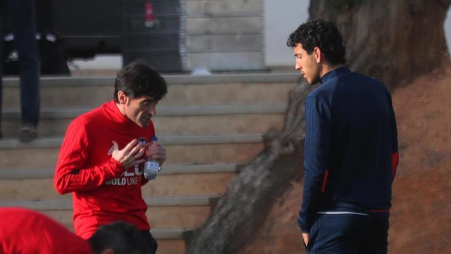Marcelino y Parejo charlan a solas tras el entrenamiento