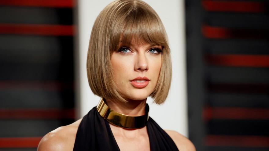 Taylor Swift confiesa que su madre padece un tumor cerebral
