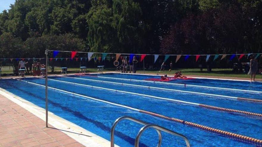 La Jonquera rescindeix el contracte al bar de la piscina per excés d'aforament