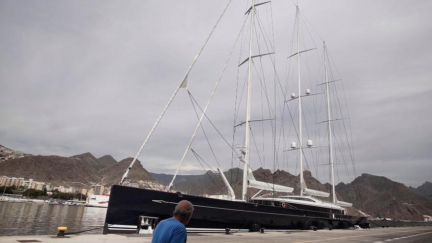 Llegada del barco Sea Eagle II al puerto de Santa Cruz de Tenerife.