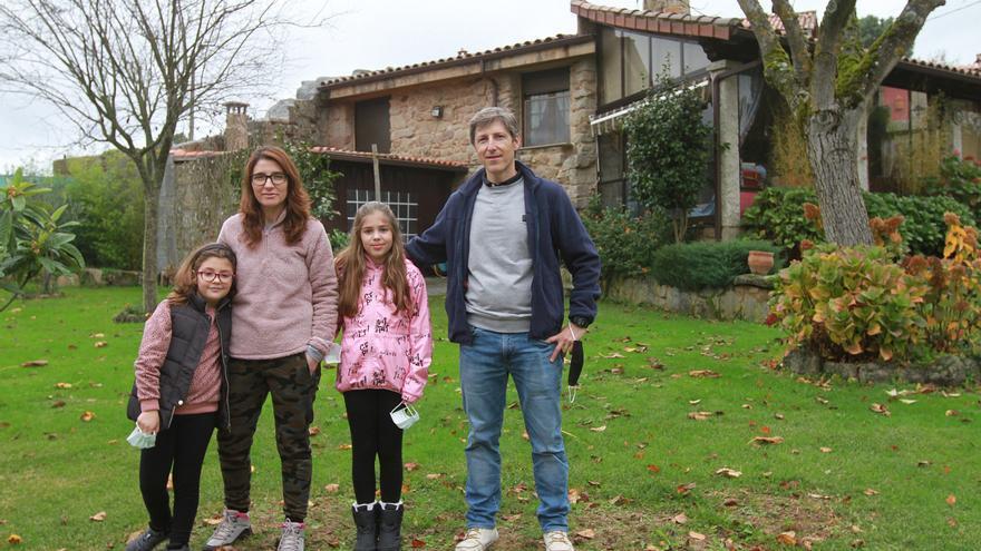 """Parejas jóvenes con hijos copan la compra de casas en el rural: lo más """"in"""", el huerto ecológico"""