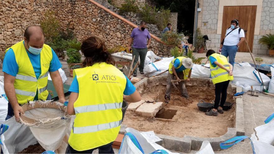 Finaliza la exhumación del cementerio de Bunyola y empieza la recogida de ADN para identificar los restos