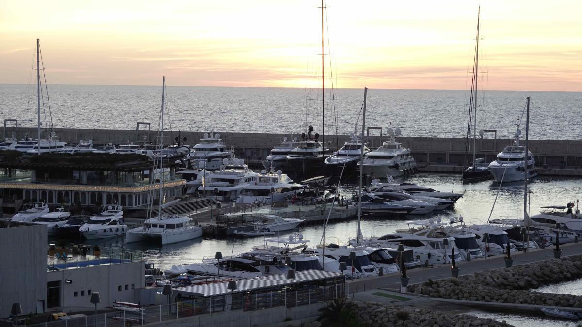 Las cancelaciones para agosto y septiembre arrastran también a las empresas náuticas.