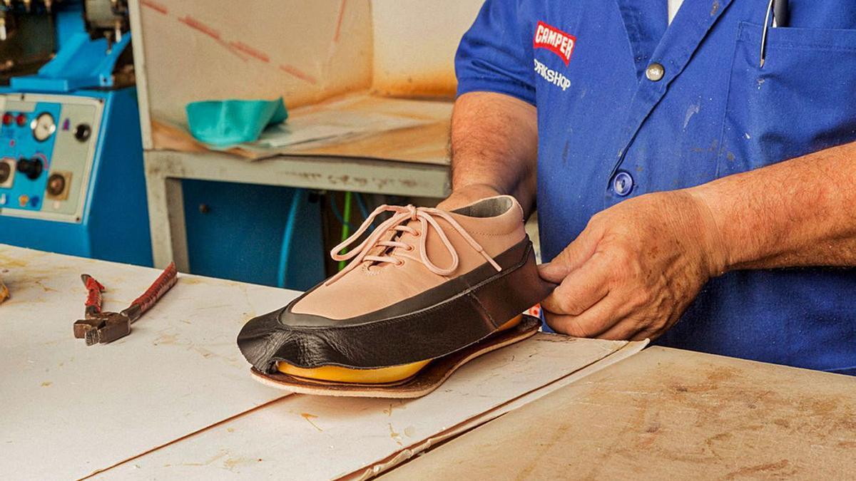 La nueva colección ha sido creada a partir de zapatos usados y con taras.