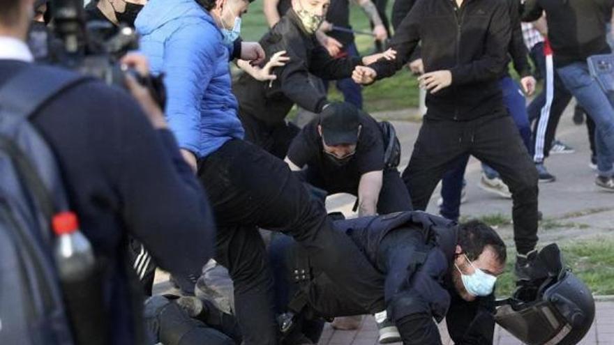 Detenido el joven que pateó a un policía en los disturbios del mitin de Vox en Vallecas