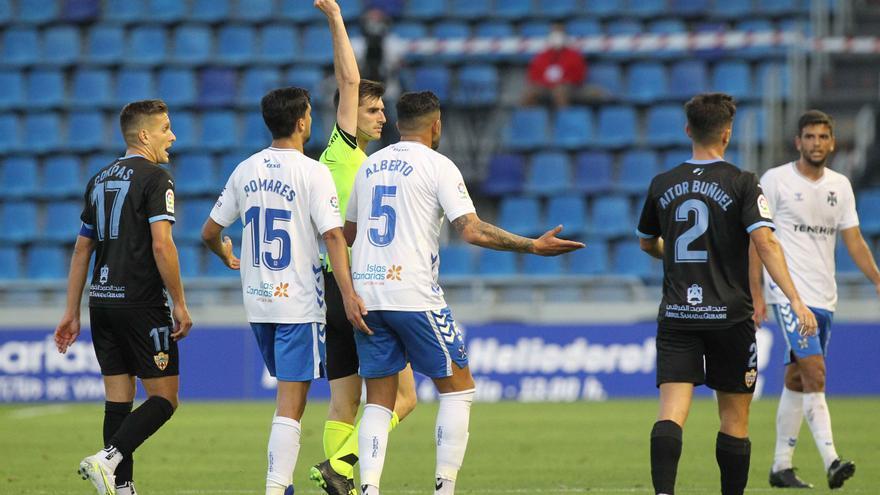 El Tenerife pierde y aplaza la permanencia (0-1)