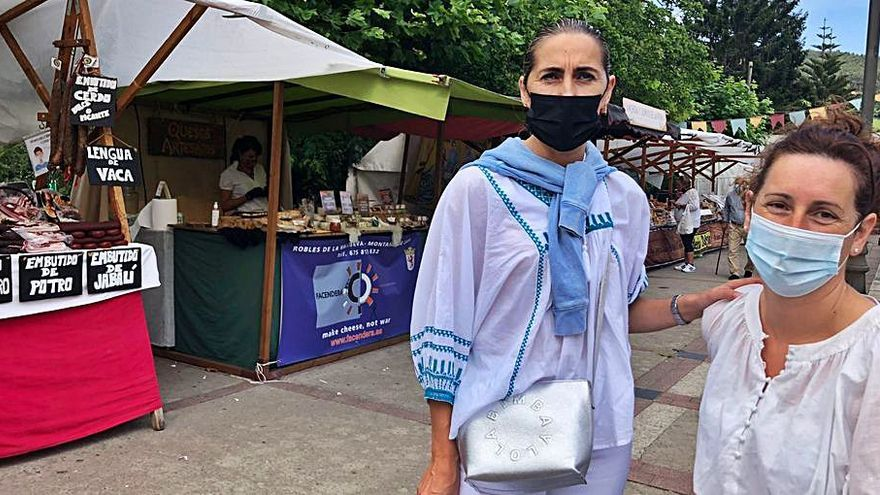 """""""Nos alcuentros"""", el mercado de Colunga que vende compañerismo"""