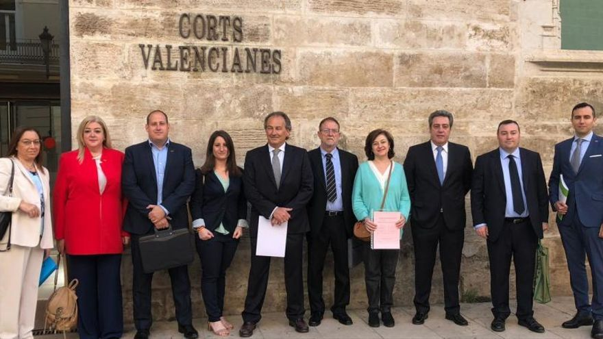 Vox quiere que la bandera de España ondee en todos los institutos públicos valencianos