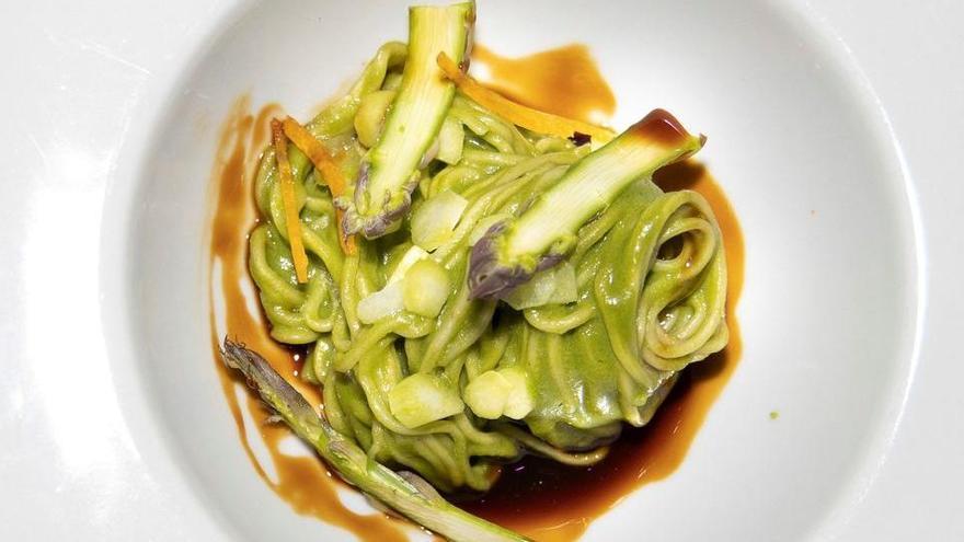 La millor recepta asiàtica de l'Estat: 'noodles' amb curri verd d'espinacs i espàrrecs