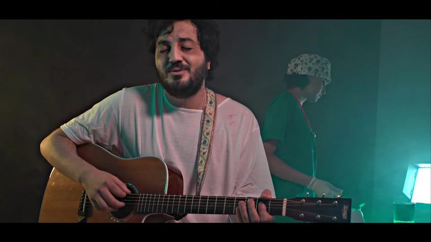 """El cantautor ourensano Jaime López: """"Tengo cierta aversión insana a hacer cualquier cosa en serio"""""""