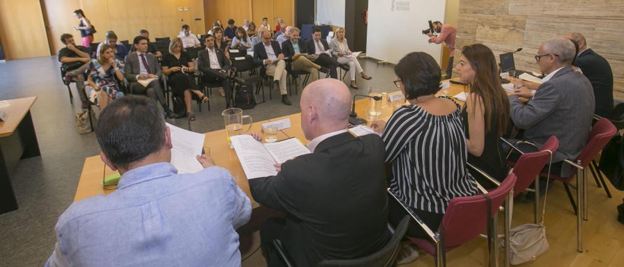 El Consell descarta Medicina para Alicante porque supondría un «sobrecoste»