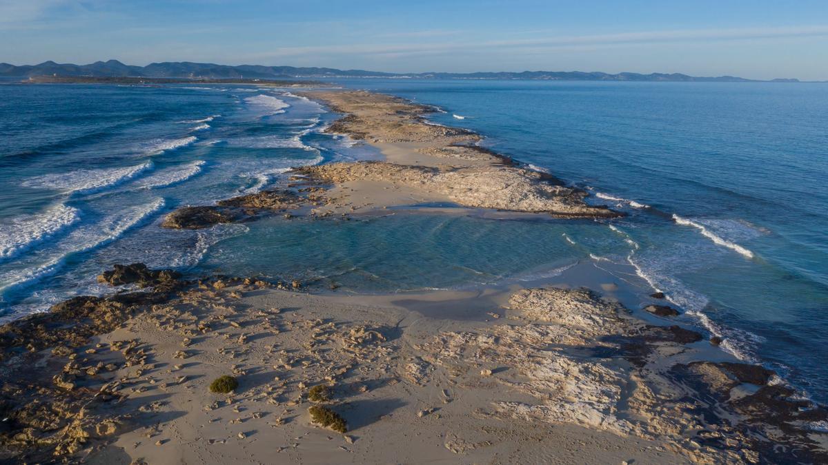 Es Trucadors se separa de Formentera y conforma una pequeña isla